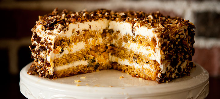 Carrot cake with spicy hazelnuts
