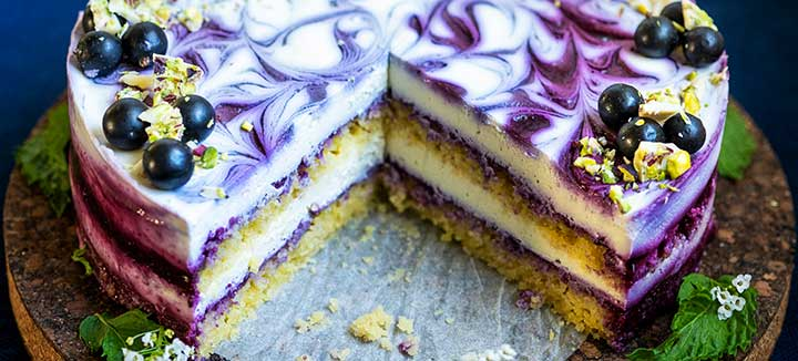 Blackcurrant white chocolate cake (vegan)